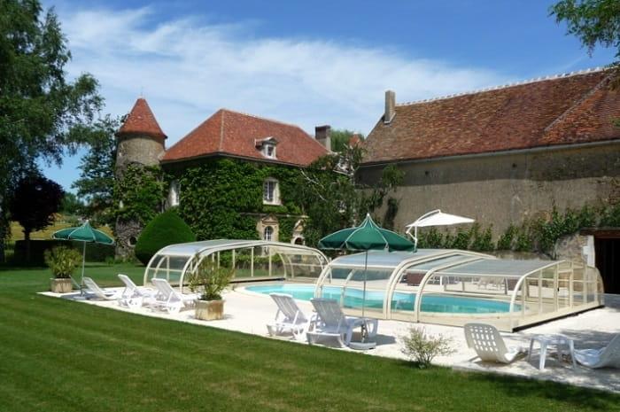 Chambres d'hôtes du Château de Ribourdin, vue depuis la piscine