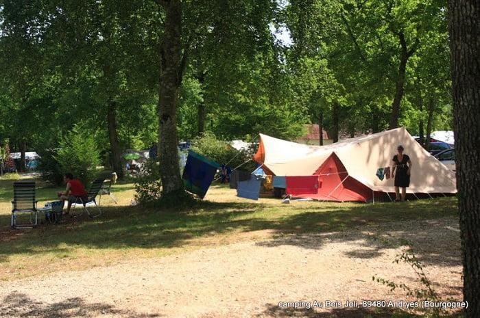 Camping_Au_bois_joli_Andryes_Bourgogne (1)