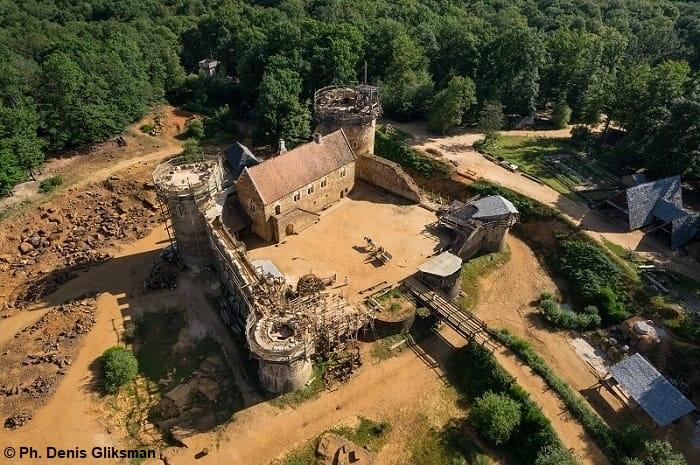 Guédelon, ils bâtissent un château fort
