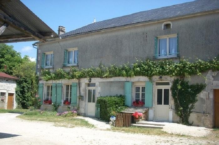 Facade_des_chambres_d-hotes_de_grangette_a_thury_yonne_bourgogne