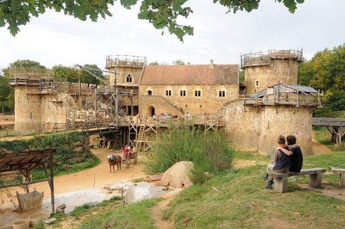 Guédelon ils bâtissent un château fort dans l'Yonne en Bourgogne