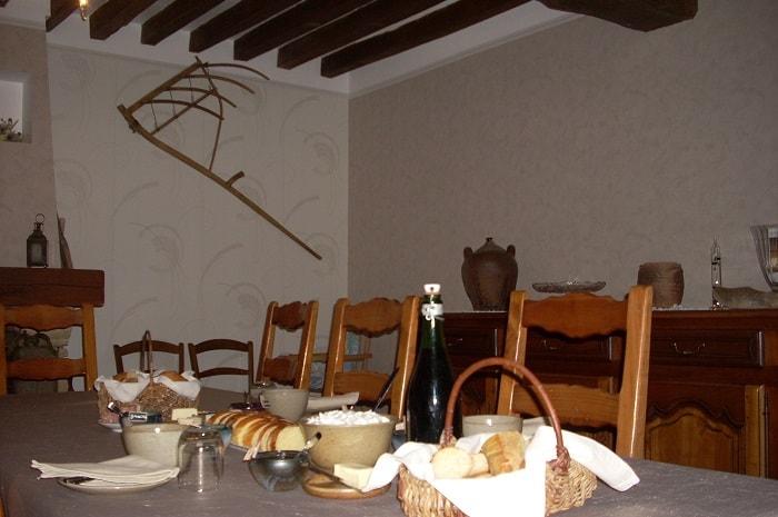 Table_du_petit_dejeuner_chambre_d-hotes_de_grangette_yonne