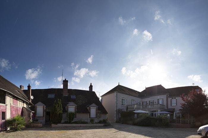 cour_interieur_hotel_blanche_de_castille_bleneau_bourgogne_yonne