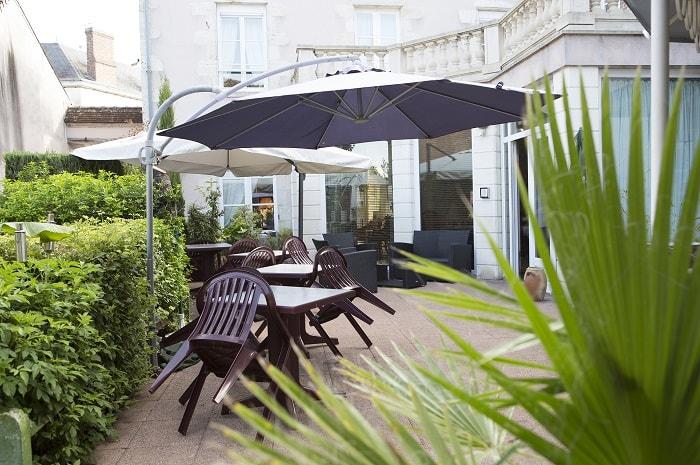 terrasse_hotel_restaurant_blanche_de_castille_bleneau_bourgogne_yonne