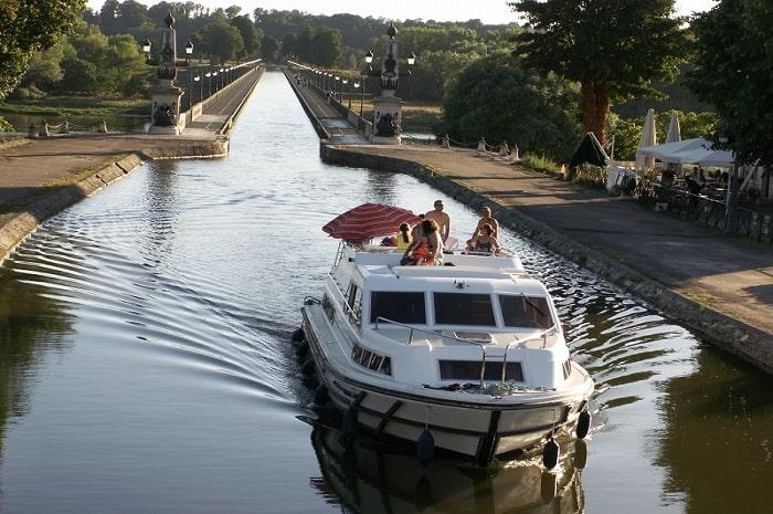 Balade en bateau, Charmes Nautiques, Bourgogne Franche-Comté, Briare, Loiret