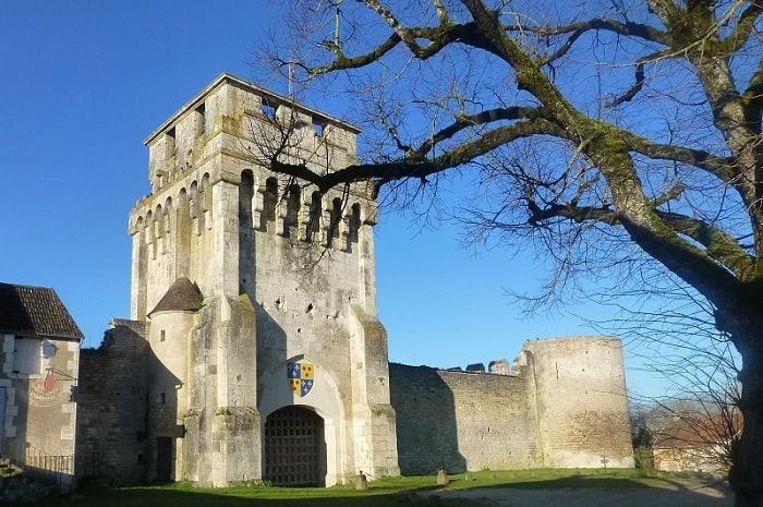 Château de Druyes-les-Belles-Fontaines, Bourgogne Franche-Comté, Yonne
