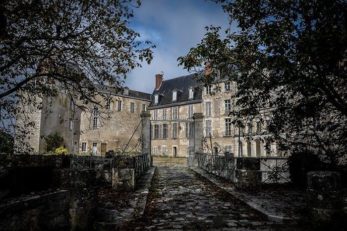 Entrée du château de Saint-Brisson, Bourgogne Franche-Comté, Loiret