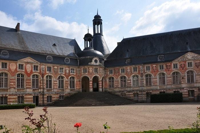 Cour du château de Saint-Fargeau, Bourgogne Franche-Comté, Yonne