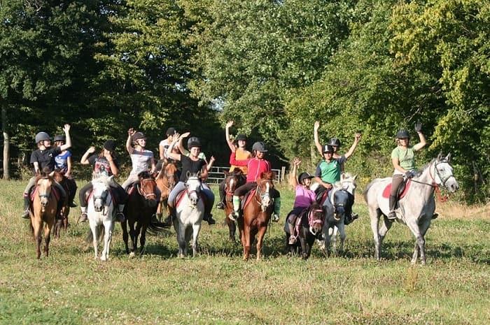Balade à cheval, ferme équestres les grilles, Bourgogne Franche-Comté, Saint-Fargeau, Yonne