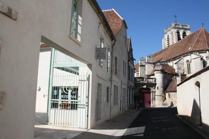 Façade du domaine Bersan, Bourgogne Franche-Comté, Saint Bris le Vineux, Yonne