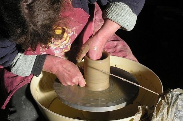 Atelier moulage, Poterie la Bâtisse, Bourgogne Franche-Comté, Moutiers-en-Puisaye, Yonne
