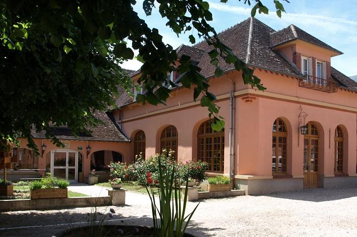 Facade Village vacances à Armeau dans l'Yonne en Bourgogne