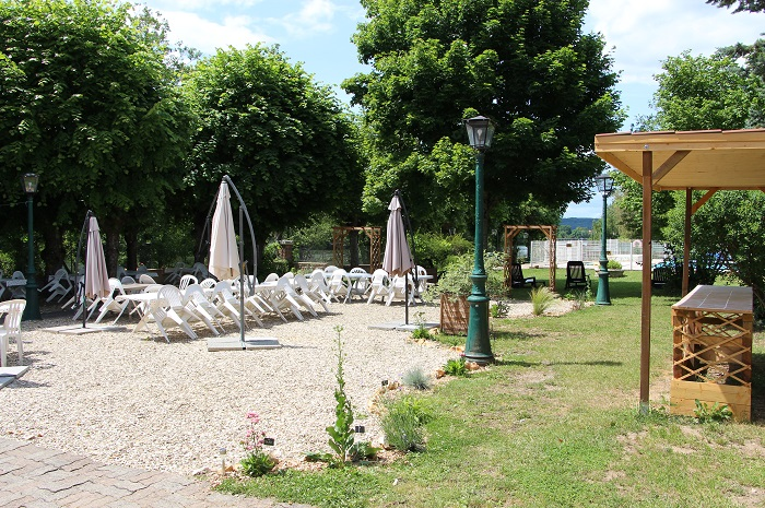 terrasse La Vallee de l'Yonne Hebergement pour groupe en Bourgogne