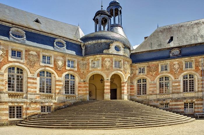 Vu depuis de la cour du Château de Saint Fargeau