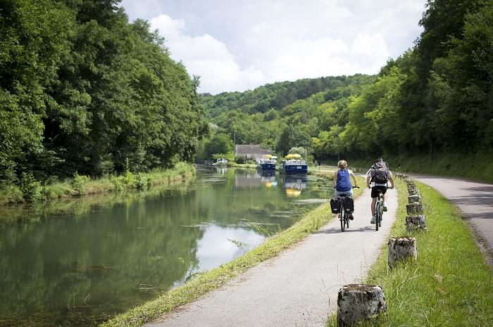 Balade à vélo le long du canal du Nivernais - © Photographies Christophe LORSCH