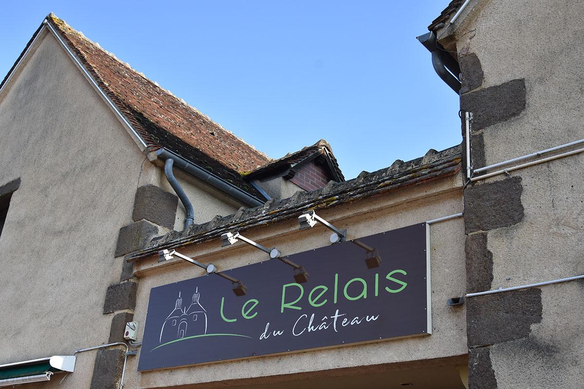 Hôtel-le-Relais-du-Château-à-Saint-Fargeau